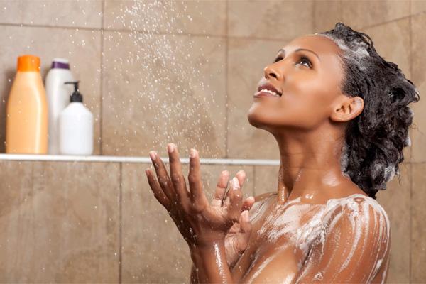 lavar-os-cabelos-frequentemente