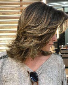 Corte-de-cabelo-médio-em-camadas