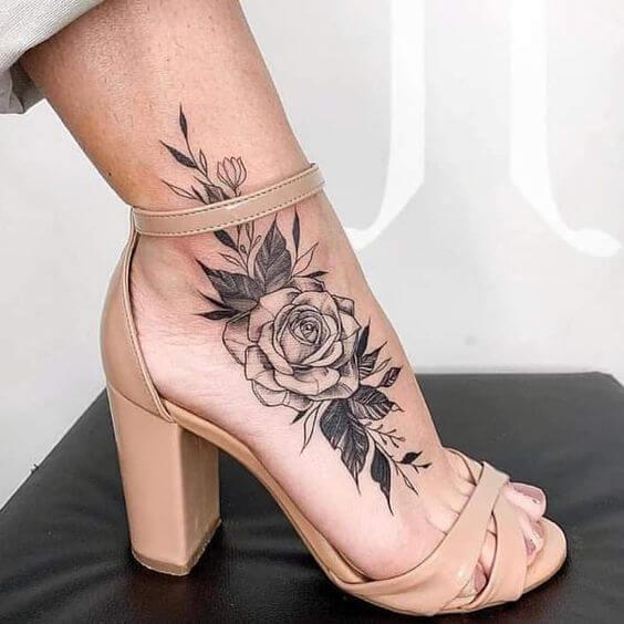 tattoo blackowrk no pé