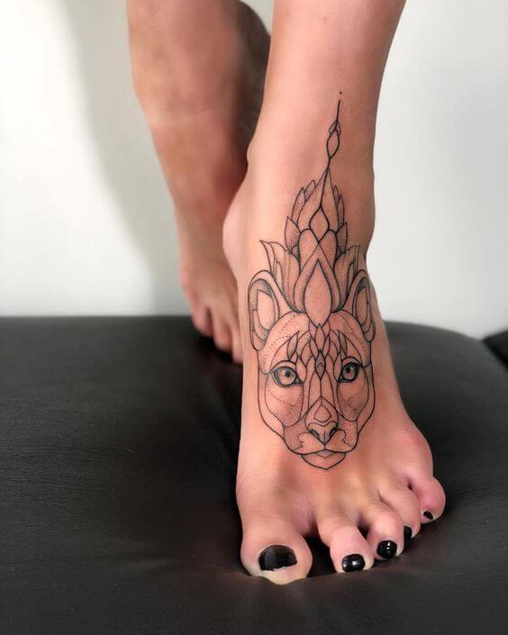 tatuagem blackwork no pé