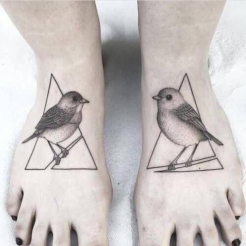 tatuagem pontilhismo no pé