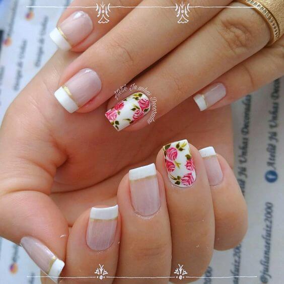 unha branca com flores