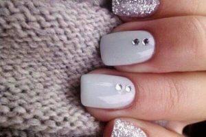 unha decorada glitter branco