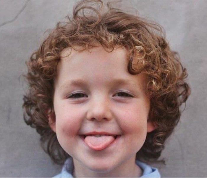corte de cabelo cacheado masculino infantil