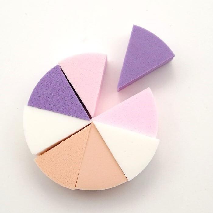 Esponja de maquiagem triangular