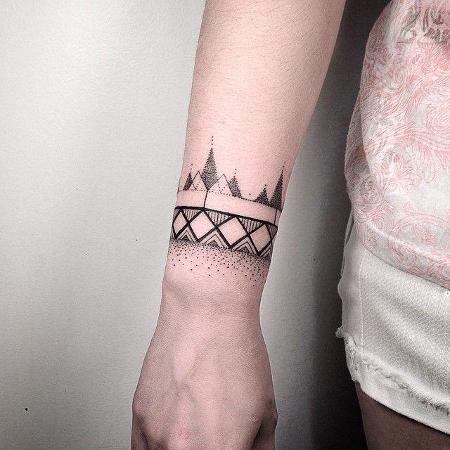 Tatuagem Geométrica no Pulso