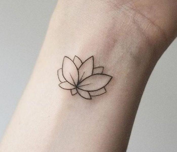 Tatuagem minimalista no Pulso