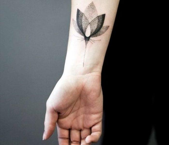 Tatuagem no Pulso pontilhismo 2020