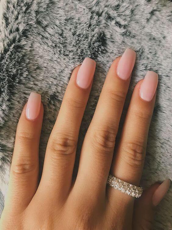 Unha nude cor de rosa