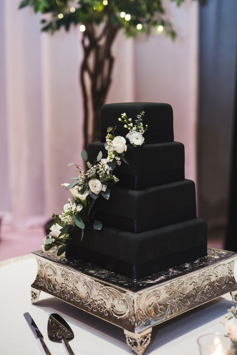 Bolo de casamento preto