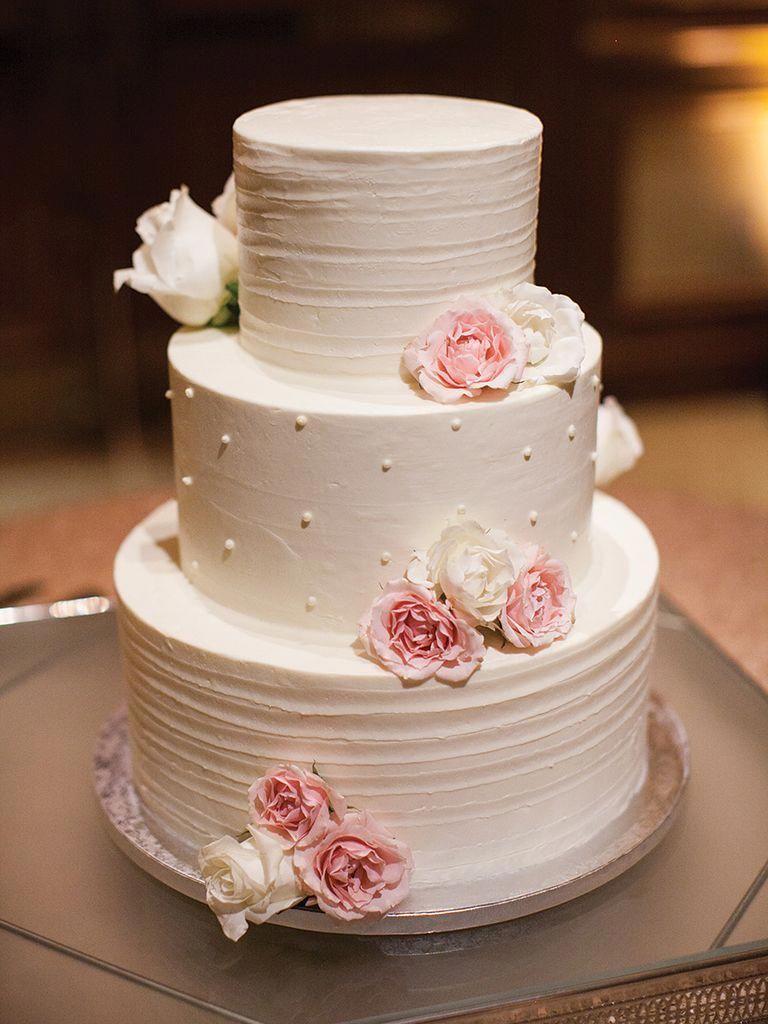 Bolo de casamento tradicional branco
