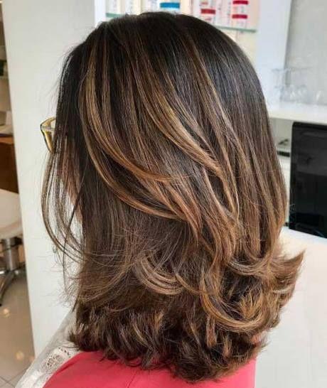 Corte em camadas para cabelo médio