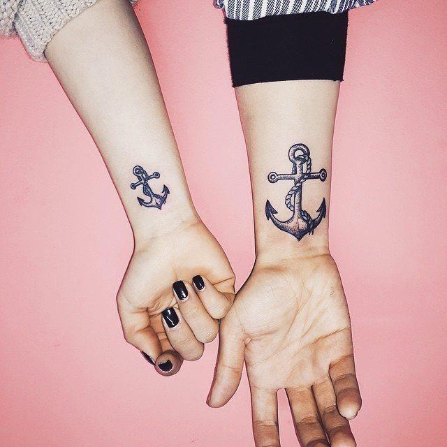 Tatuagem de casal de âncora