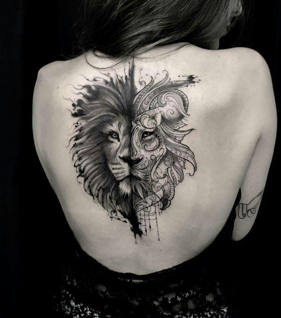 Tatuagem de leão com dois estilos feminina