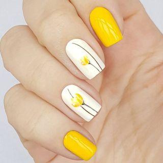 Unha amarela decorada com flores 2