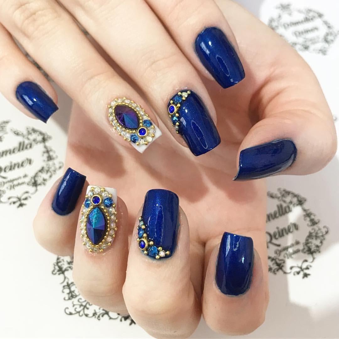 Unha decorada azul com joias 2