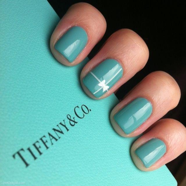 Unha decorada em azul Tiffany