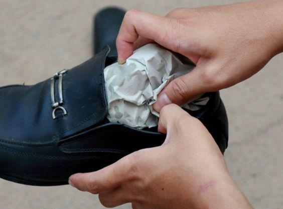 alargar sapato com jornal
