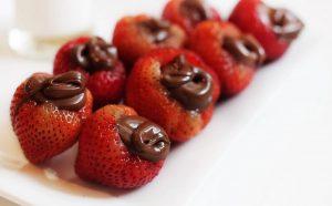 Morangos recheados de chocolate
