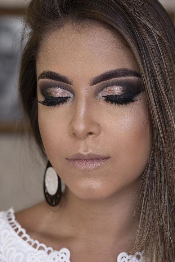Maquiagem preta e preto