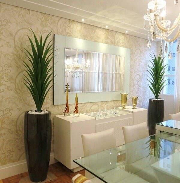 sala de jantar com plantas