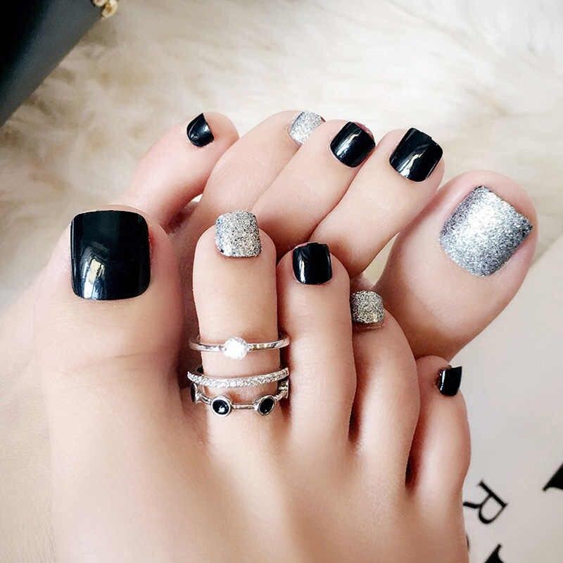 Unha do pé decorada de preta