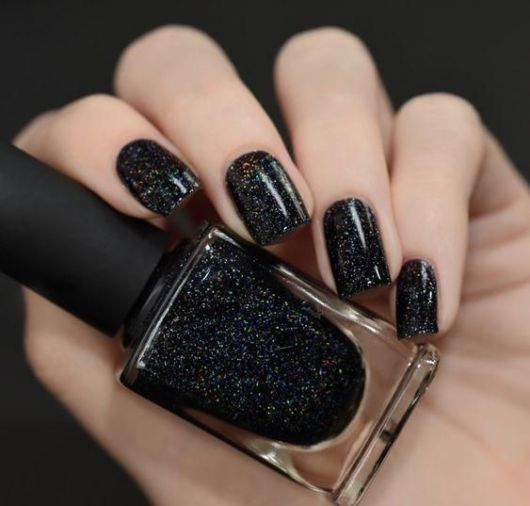 Unha preta com glitter