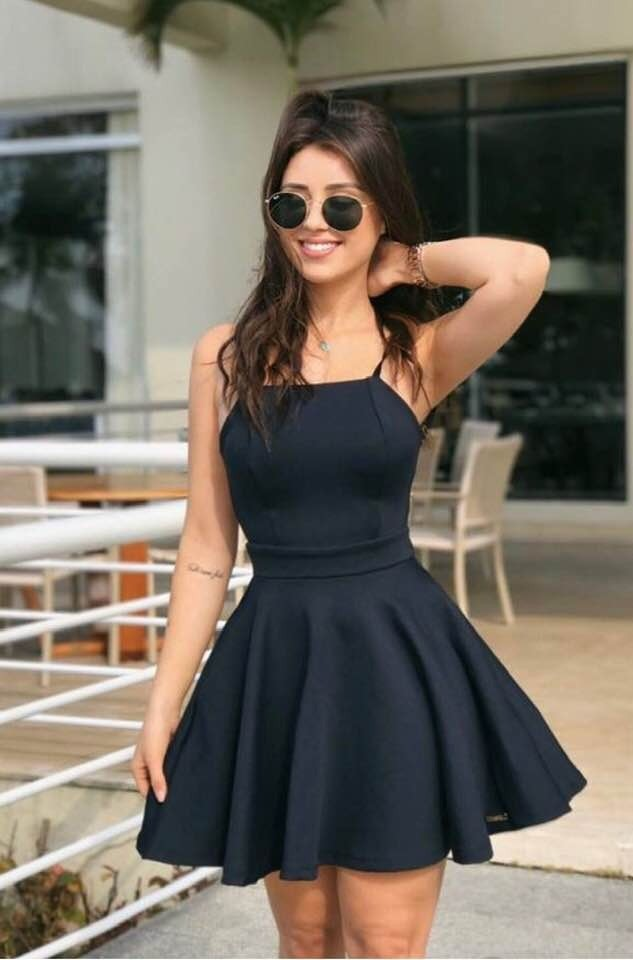 Vestido preto curto rodado