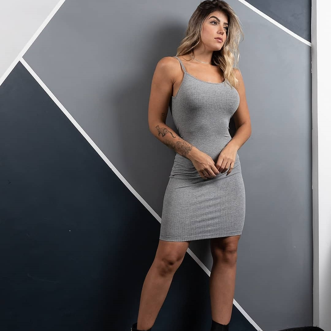 Vestido curto cinza