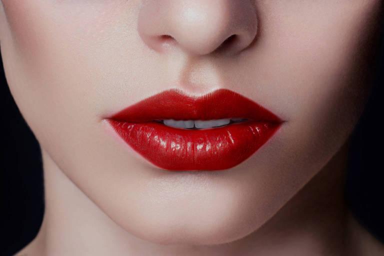 Batom vermelho com gloss