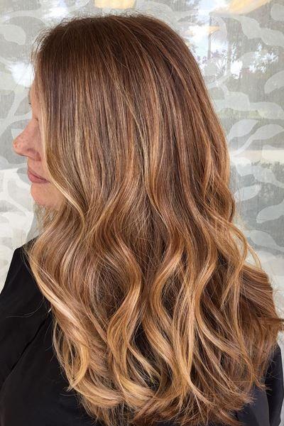 Cabelo longo com luzes strawberry blond