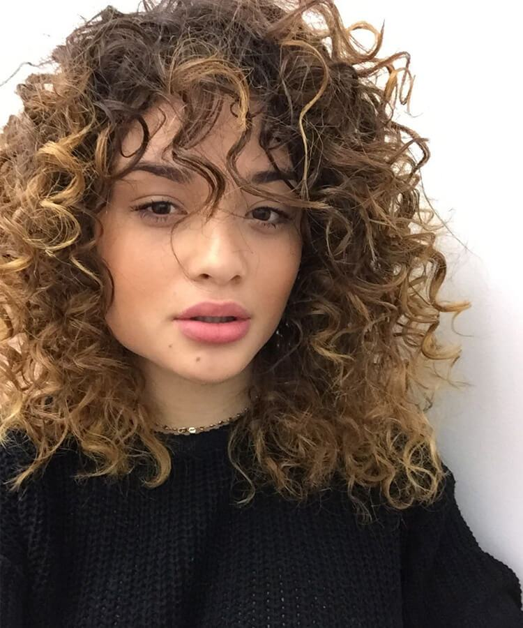 Cortes de cabelos cacheados médios
