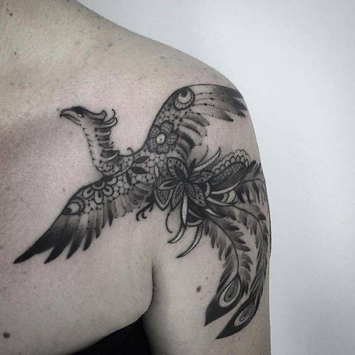 Tatuagem feminina de fênix blackwork 2021