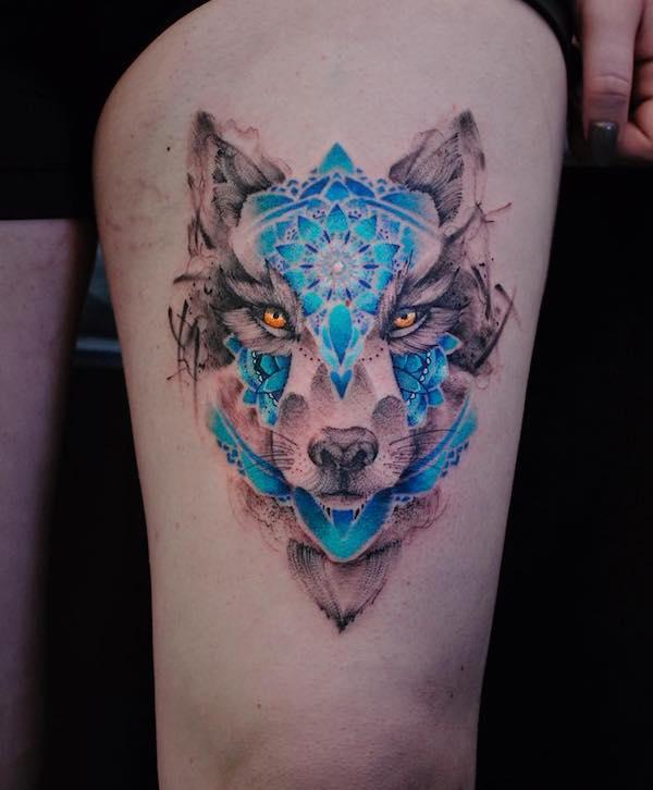 Tatuagem feminina de lobo abstrata 2021