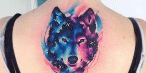 Tatuagem feminina de lobo com aquarela 2021