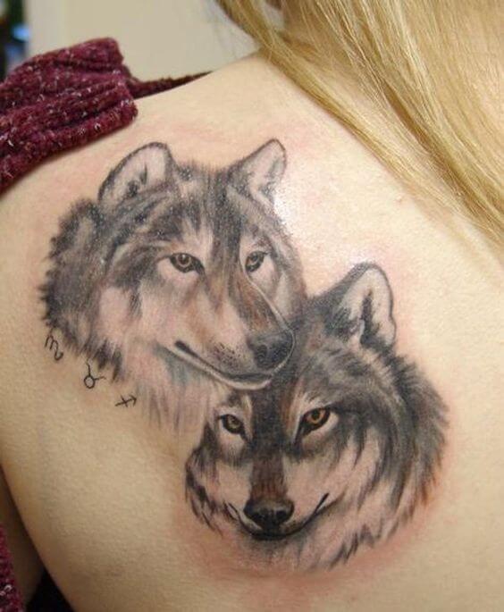Tatuagem feminina de lobo realista 2021