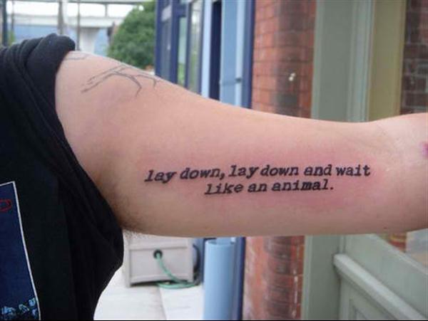 Tatuagens masculinas no braço de frases 2021