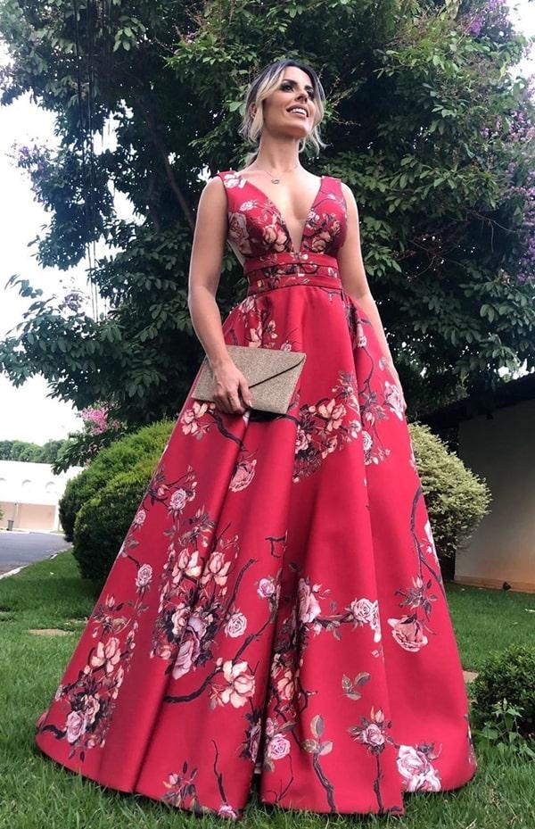 Vestido de festa vermelho com estampa