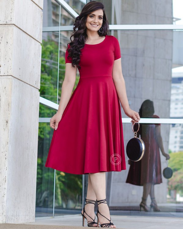 Vestido midi vermelho rodado