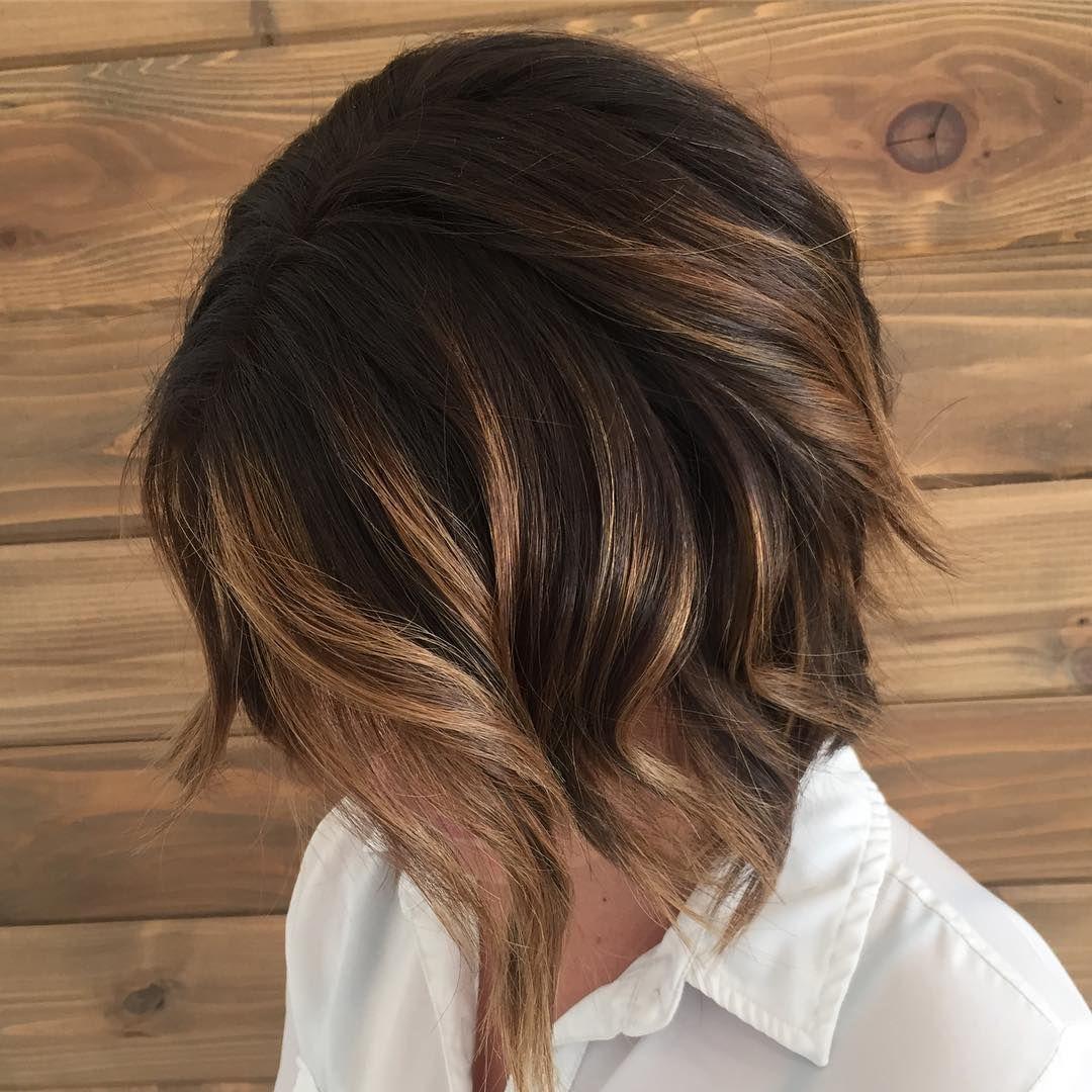 cabelo curto com luzes mel