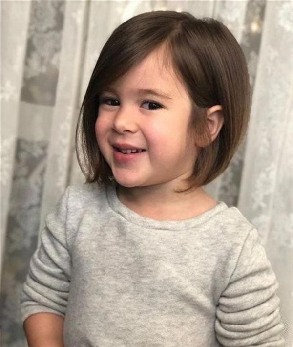 cabelo curto liso menina