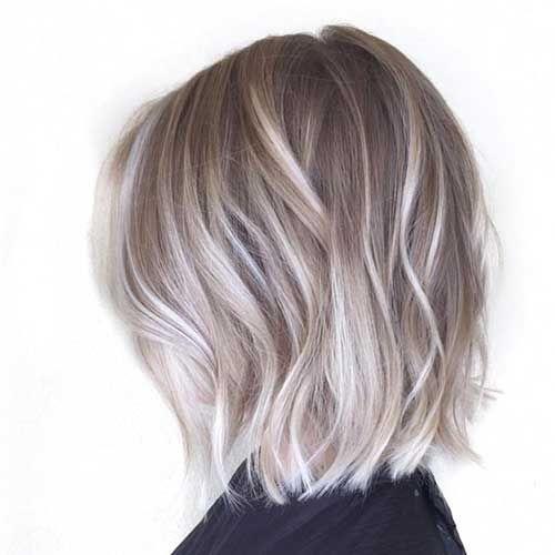 cabelo curto loiro com luzes