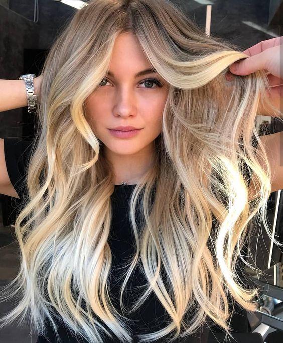 cabelo loiro longo com luzes