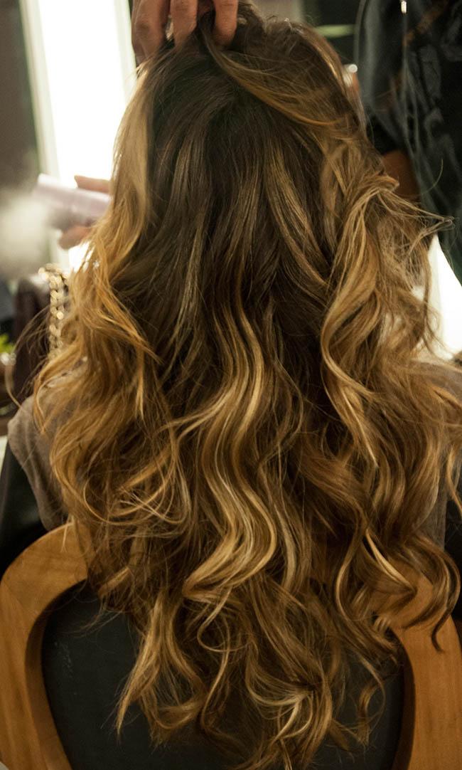 cabelo longo castanho com luzes