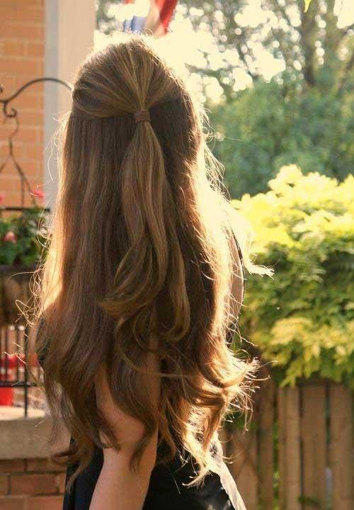 cabelo longo e liso com penteado simples