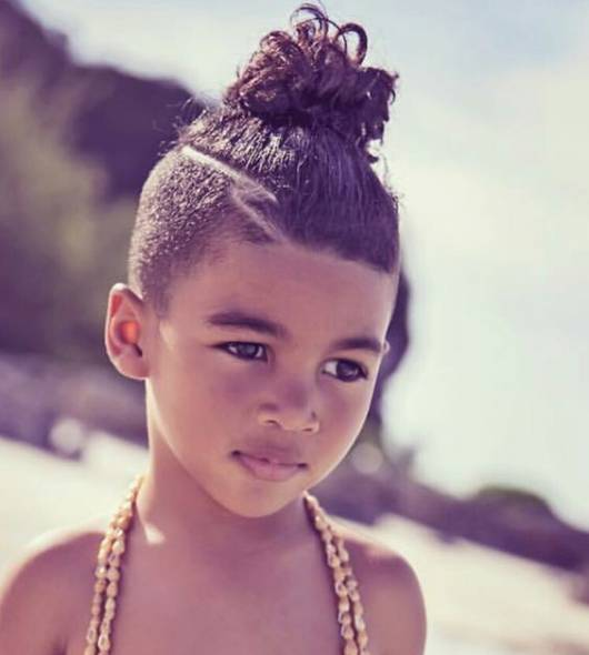 cabelo menino top knot