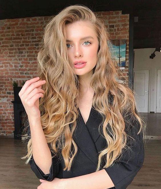 cabelo ondulado longo loiro