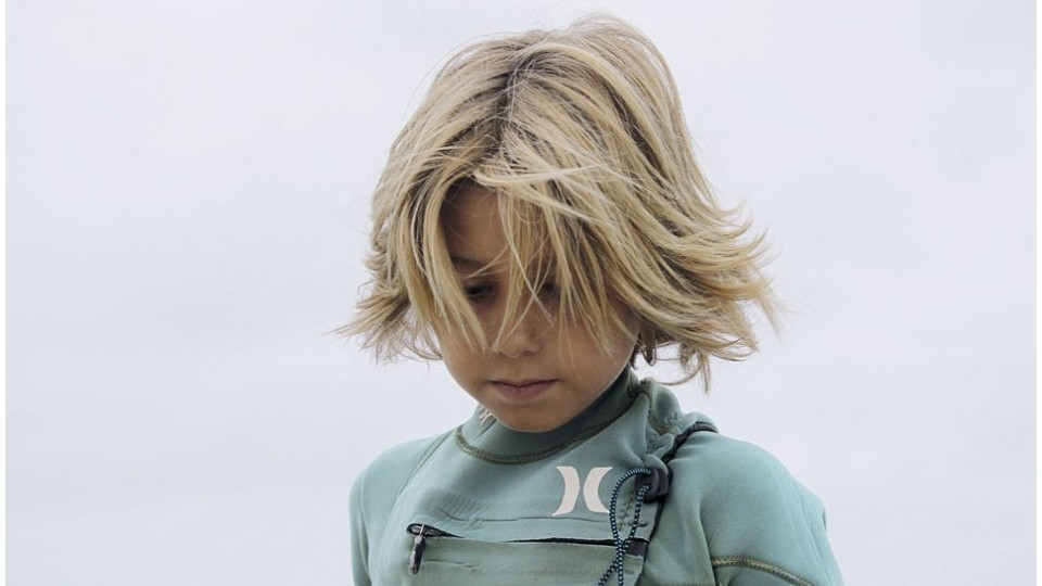 cabelo surfista para criança
