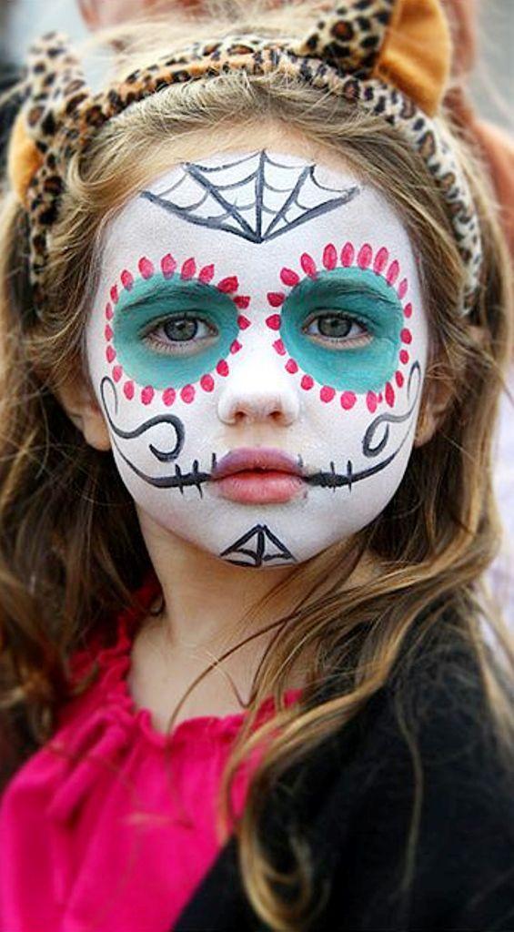 criança com maquiagem de caveira mexicana