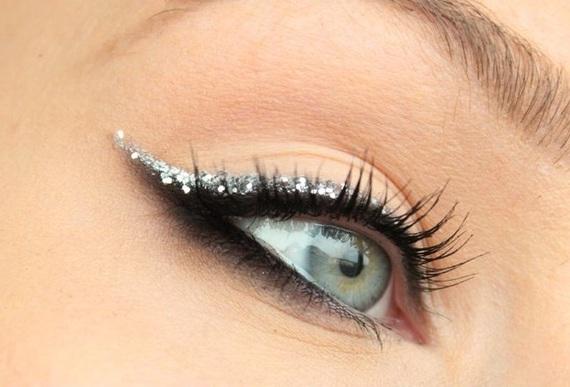 delineado com glitter prateado